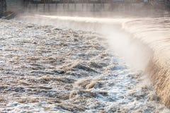 在洪水以后的快速的河 免版税图库摄影