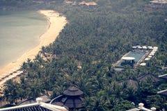 在洲际的岘港市半岛手段附近的棕榈庭院 免版税库存照片