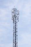 在流动网络塔的天线 流动commu的全局系统 库存图片