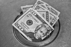 在流失下的金钱 免版税库存图片