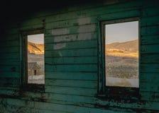 在流纹岩,死亡谷,加利福尼亚,美国的老大厦 库存照片