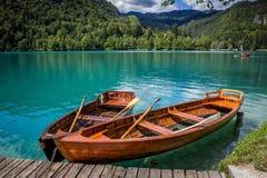 在流血的海岛,湖的码头的小船流血 免版税库存照片