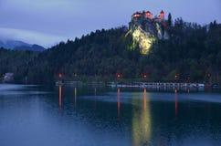 在流血的湖的蓝色小时 库存照片