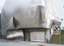 在流行文化博物馆的现代街道艺术雕塑在西雅图-西雅图/华盛顿- 2017年4月11日 免版税库存照片