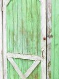 在流洒的门的被风化的油漆 免版税库存照片