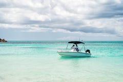 在浅蓝色海水的汽艇 库存照片