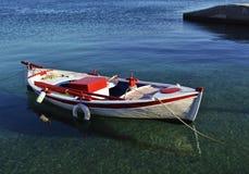 在浅水区的小船 免版税库存图片