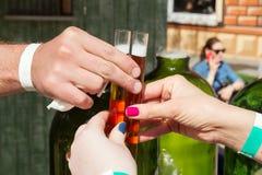 在测试管的酒精酊 免版税库存照片