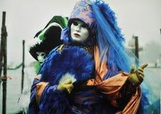 在浪漫市威尼斯掩没在2月举行的狂欢节意大利 免版税库存照片