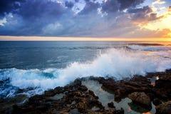在海、日出和日落射击的美好的cloudscape 免版税库存图片