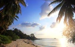 在海上的美好的日落酸值的Phangan 免版税库存图片