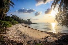 在海上的美好的日落酸值的Phangan 库存照片