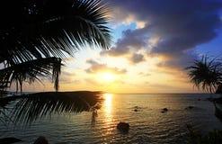在海上的美好的日落酸值的Phangan 免版税库存照片