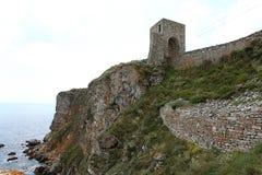 在海上的高峭壁 免版税库存照片