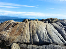 在海前面的巨石城 免版税库存照片