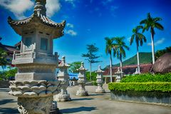 在海南岛中国风格的石灯笼  免版税库存图片