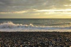 在海和云彩的日落在天空 图库摄影