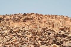 在海和卡彭特湾的岩石, Neqev沙漠 图库摄影