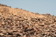 在海和卡彭特湾的岩石, Neqev沙漠 库存图片