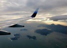 在海和天空之间 免版税库存图片