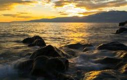在海和太阳之前 库存照片