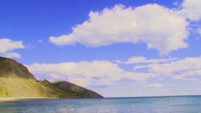 在海和山的不可思议的Cloudscape 股票录像