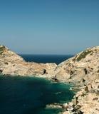 在海和山的看法 免版税库存照片