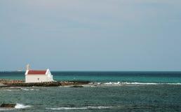 在海和山的看法 免版税库存图片