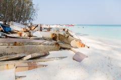 在海啸以后的废墟在一个海岛上在安达曼海 图库摄影