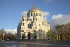 在海圣尼古拉斯大教堂的10月晚上 Kronstadt,俄罗斯 库存照片