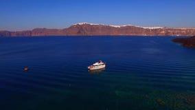 在海圣托里尼的私有豪华游艇 股票视频