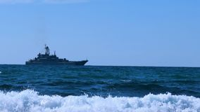 在海天线的军舰 影视素材