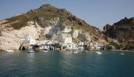 在海岛上的传统美丽的渔村 免版税库存图片