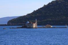 在海岛上的古老教会 免版税库存照片