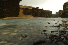 在海岛上的小河 库存照片