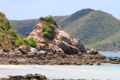 在海岛上的山 图库摄影