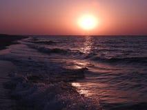 在海岛上的日落黑海的 库存照片