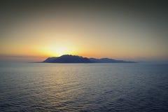 在海岛上的日落 库存图片