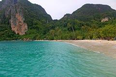 在海岛上的海滩 免版税库存图片