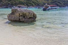 在海岛上的石头 库存图片