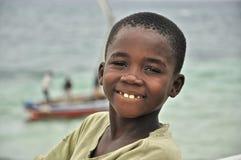 在海岛上的美丽的黑孩子在莫桑比克 免版税库存图片