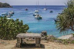 在海岛上的观点 免版税库存图片