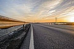 在海岛之间的弯曲的路 免版税图库摄影