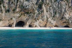 在海岛凯法利尼亚岛Kefalonia上的Kamari海滩在希腊 库存图片
