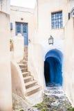 在海岛圣托里尼,希腊上的老街道 库存图片