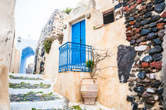 在海岛圣托里尼,希腊上的老街道 免版税图库摄影