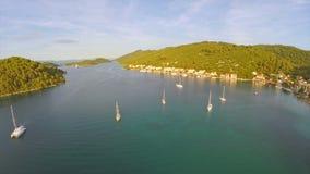 在海岛姆列特岛上的村庄Polace,空中 免版税库存照片