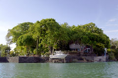在海岛尼加拉瓜湖(或湖Cocibolka)上的平房 免版税库存图片