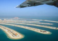 在海岛棕榈树的飞行在迪拜 图库摄影