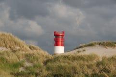 在海岛沙丘, Helgoland,德国的灯塔 库存图片